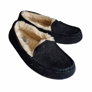 Womenś Ugg Black Moccasin Slippers Size 7